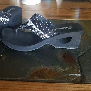 Skechers Shoes - Black & white sandals